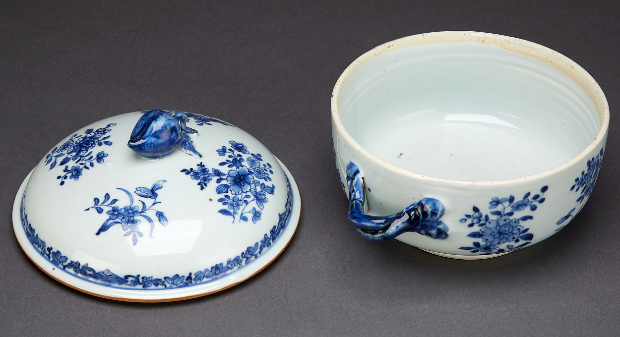 A Pair of Blue and White Bowls with Covers
